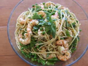 Linguine with prawns and vegetables